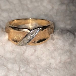 Vintage Jewelry - 14K Gold ring with line of silver stones EUC VTG